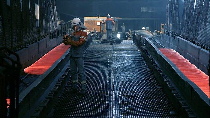 WV Mitarbeiter in Schutzkleider in der Produktion