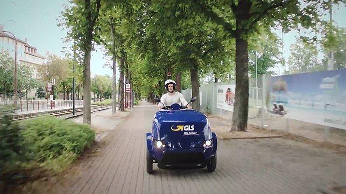 Julian Reus auf GLS-Fahrzeug