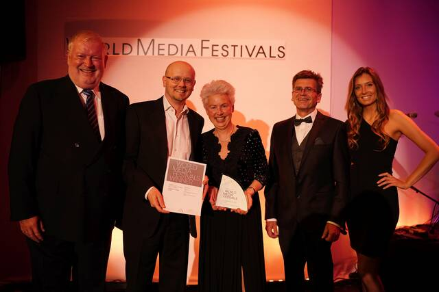 ams Videograph wird internationaler Preis übergeben beim World Media Festival